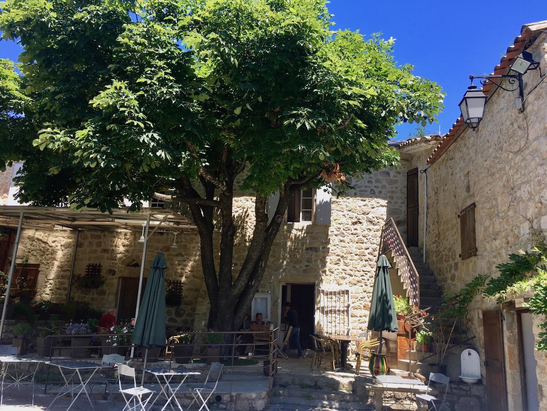 Place du village de Soudorgues